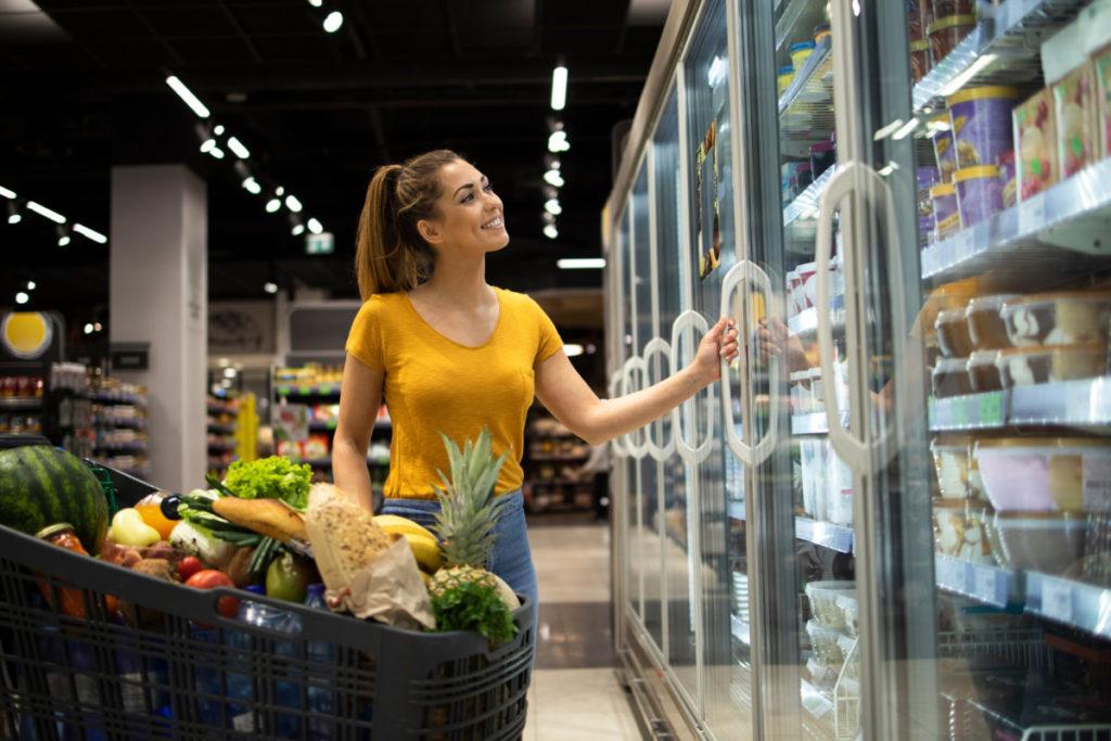 Какими банковскими картами лучше всего расплачиваться в супермаркетах